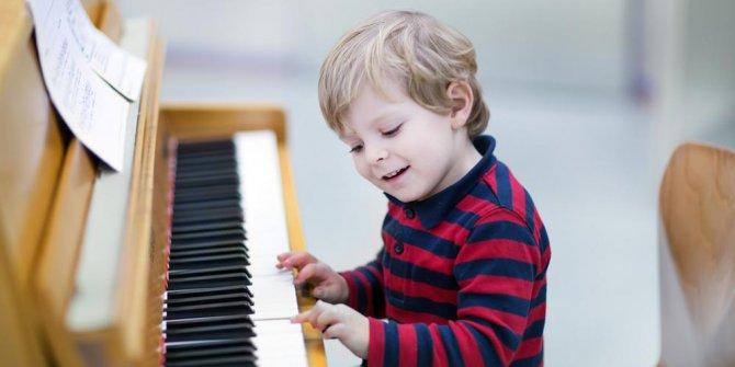 10 Manfaat Bermain Piano Baik Bagi Otak, Jiwa dan Masa Depan