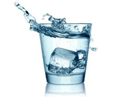 13 Manfaat Minum Air Es Bagi Kesehatan