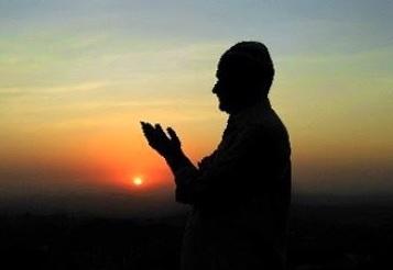 manfaat mendoakan orang lain